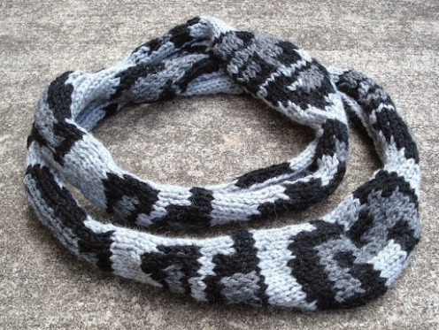 two loop Askai scarf